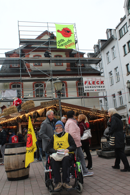 Flyerverteilaktion auf dem Weihnachtsmarkt in Koblenz am 30.11.2018