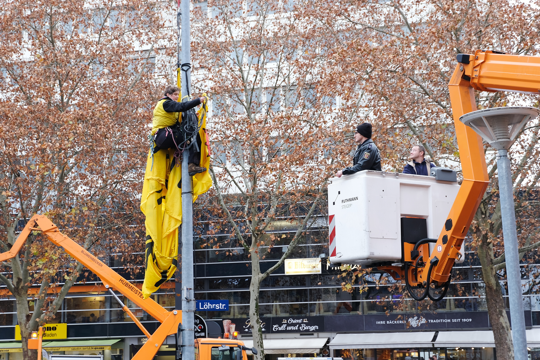 Räumung der Kletteraktion gegen Urantransporte in Koblenz am 30.11.2018