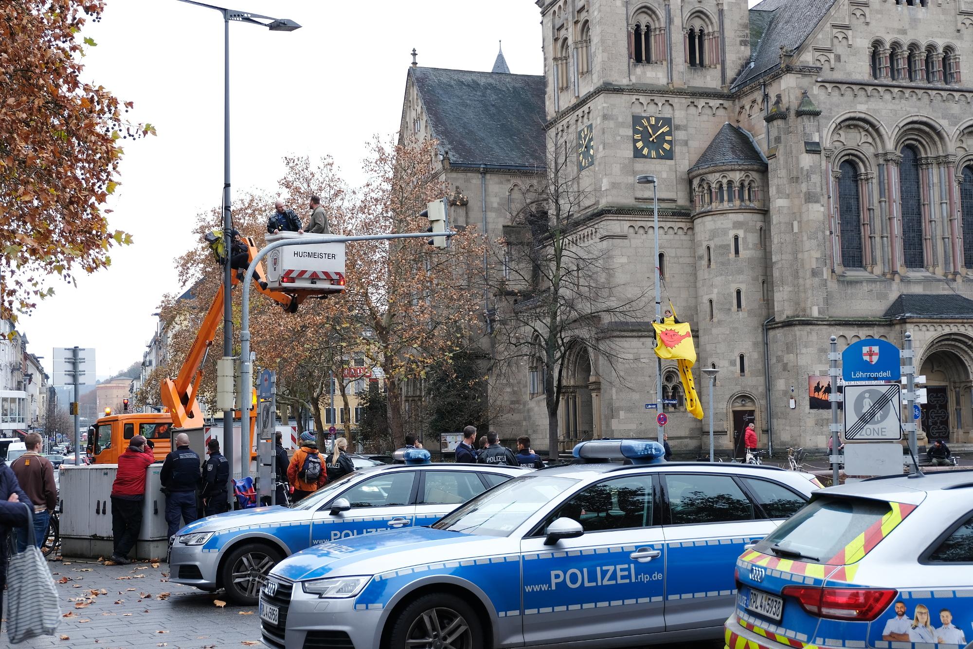 Polizei räumte Kletteraktion gegen Urantransporte in Koblenz am 30.11.2018