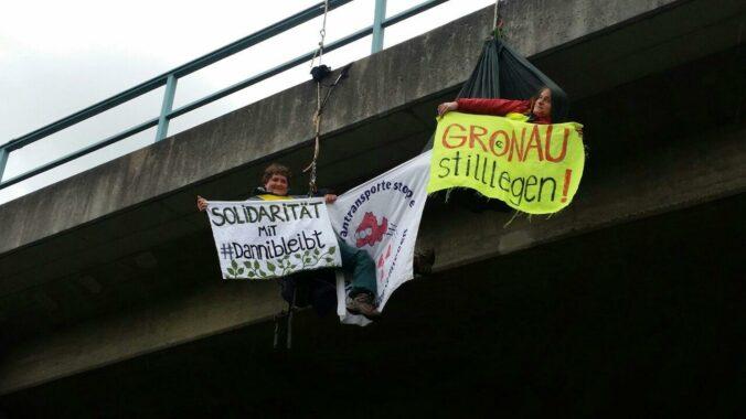 Kletteraktion gegen den Export von Uranmüll nach Russland in Münster am 5.10.2020