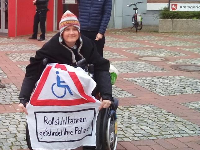Rollstuhlfahren gefährdet ihre Polizei